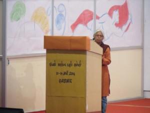 स्वागत वक्तव्य पेश करते हुए अरविन्द स्मृ्ति न्यास की मुख्य न्यासी मीनाक्षी